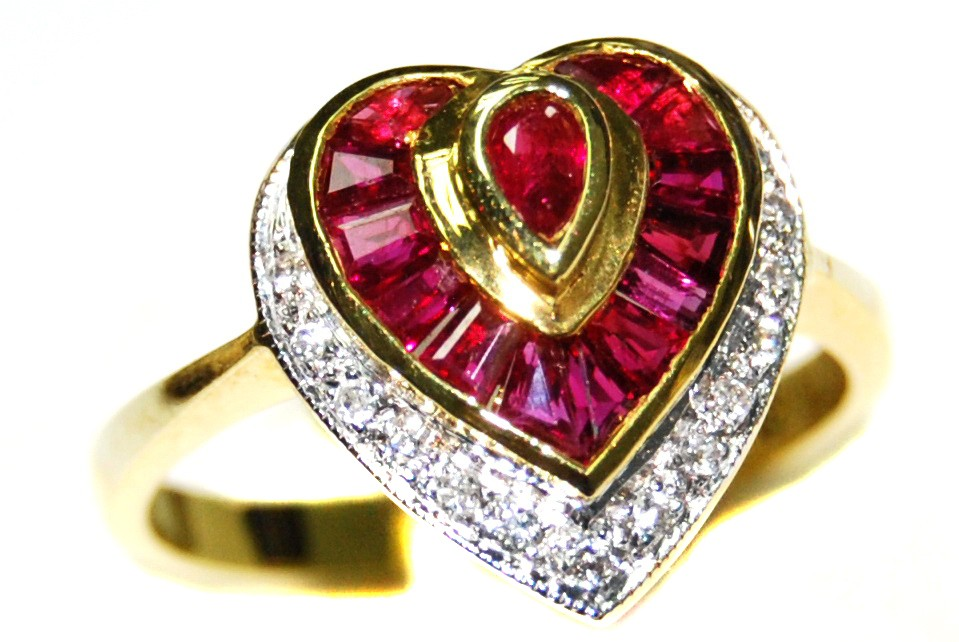 18K Yellow Gold Diamond and Ruby Wedding Heart Ring RF0031